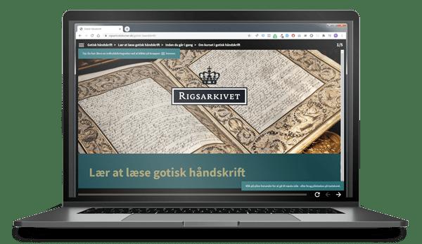 Billede af laptop der viser Kurset i Gotisk Skriftlæsning i skærmen